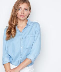 Camisa vaquera manga larga azul.