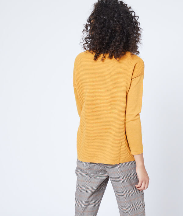 Suéter acanalado de cuello de barco