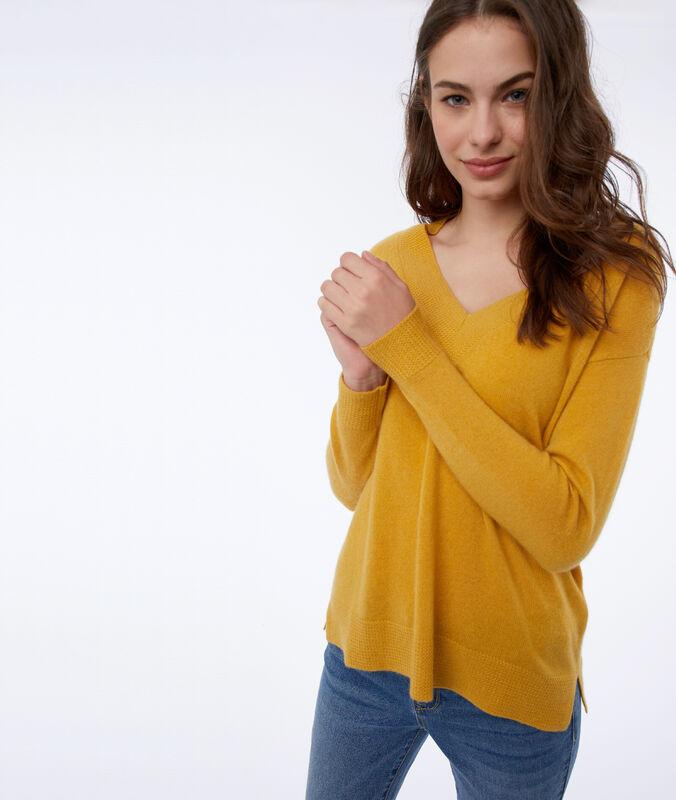 Jersey de cachemira amarillo.