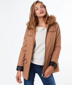 Manteau en laine mélangée à capuche en fausse fourrure camel.