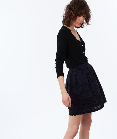 Falda con bordados