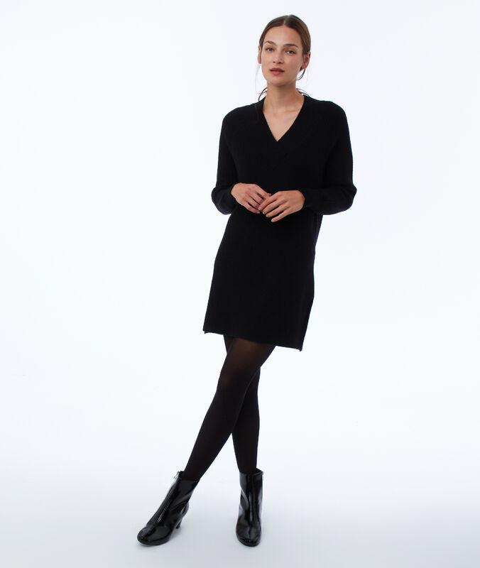 Vestido tipo jersey escote en v negro.