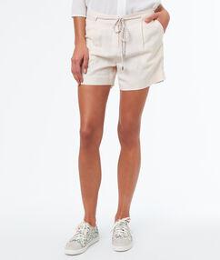 Pantalón corto lino anudado crudo.