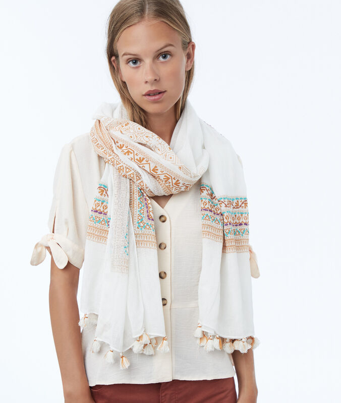 Bañuelo con bordados crudo.