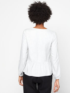 Blusa holgada con volante y botones frontales gris.