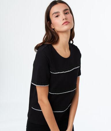 Camiseta escote redondo negro.