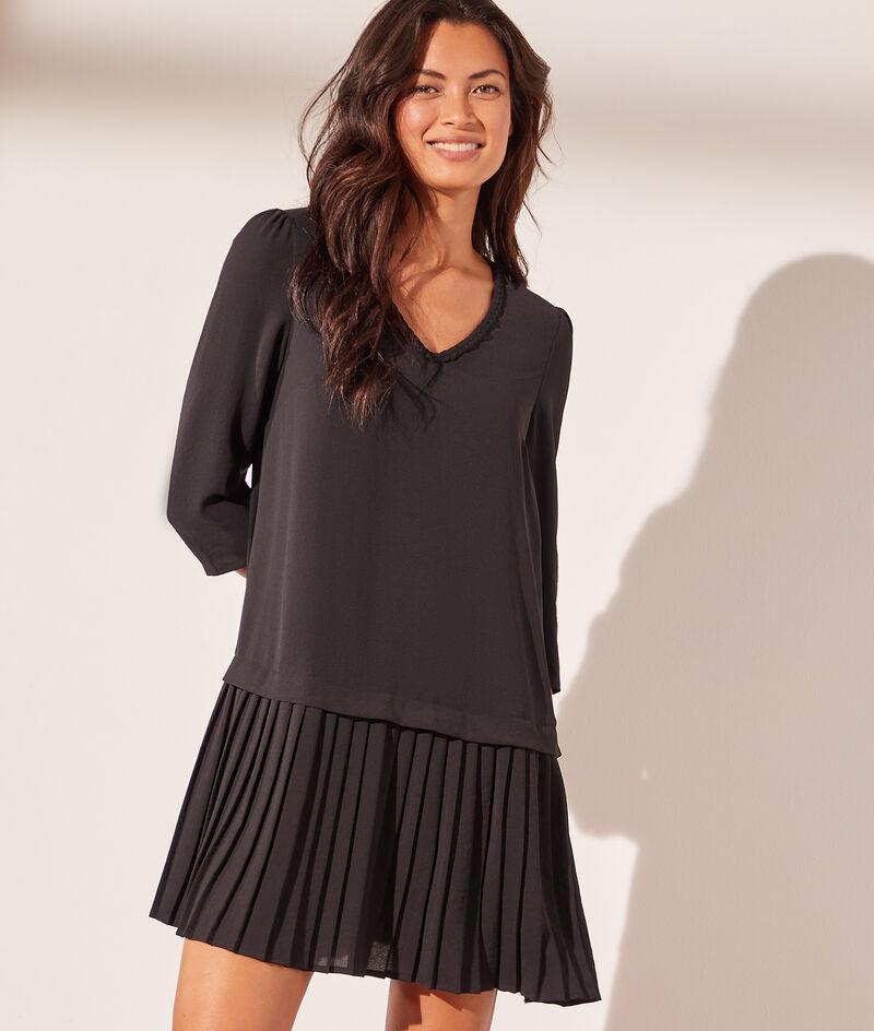 Vestido corto con falda plisada