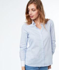 Camisa bicolor azul.