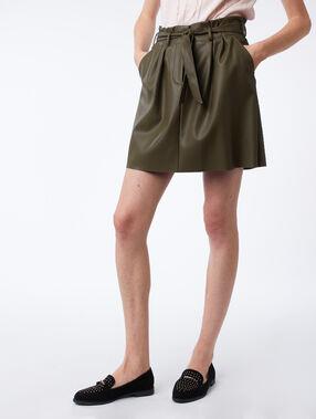 Falda talle alto efecto piel caqui.