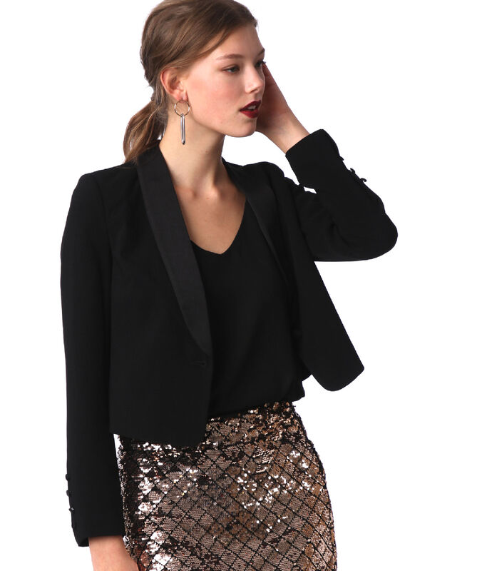 Veste tailleur noir.