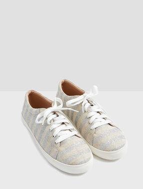 Zapatillas estampado a rayas plata.