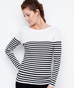 Jersey estampado a rayas cuello barco blanco.