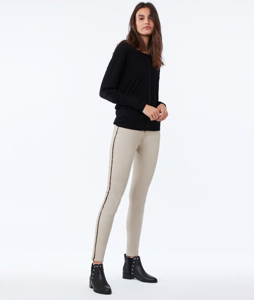 Pantalón pitillo 7/8 con franjas laterales