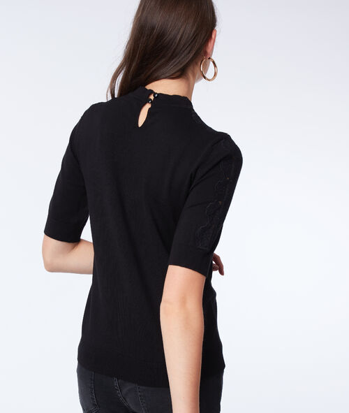 Camiseta con detalles de guipur