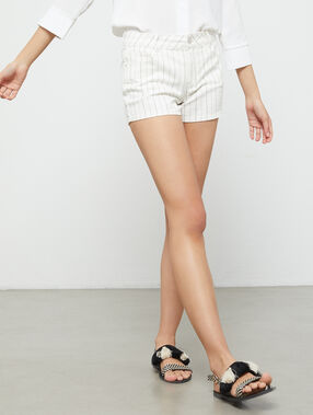Short a rayas blanco.