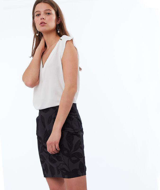 Falda estampada negro.