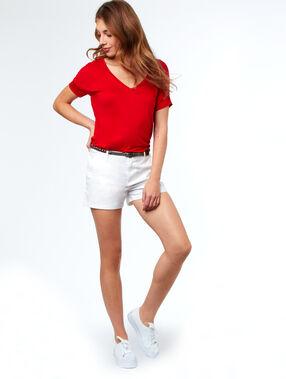 Camiseta escote en v rojo.
