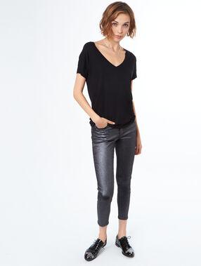 Camiseta escote en v negro.