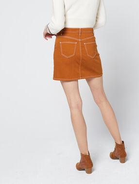 Falda con bolsillos de costura visible marrón.