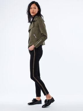 Pantalón pitillo 7/8 con franjas laterales negro.