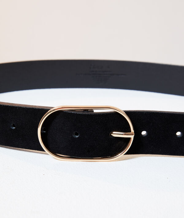 Cinturón de piel con hebilla
