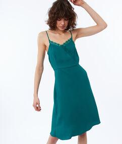Vestido tirantes finos verde esmeralda.