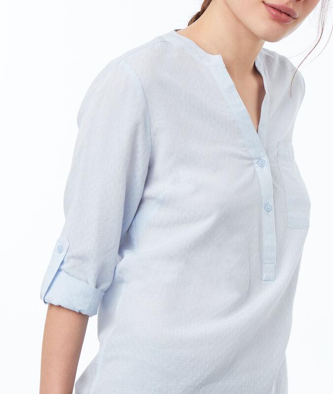 Blusa escote tunecino azul claro.