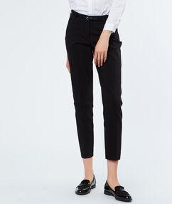 Pantalon 7/8 ceinturé noir.