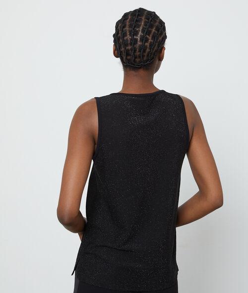Camiseta escotada con brillo y cuello tunecino
