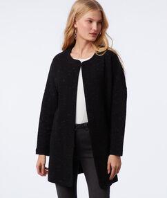 Veste longue à col châle noir.