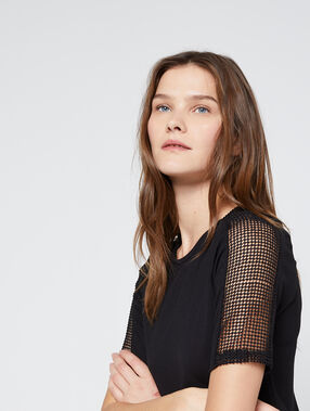 Camiseta espalda con cremallera y mangas de guipur negro.