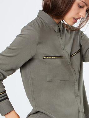 Chemise à détails brodés kaki.