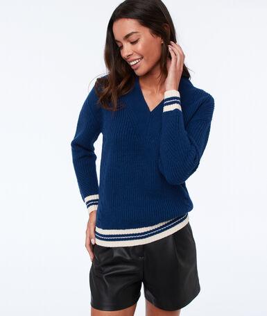 Jersey escote en v y detalle de rayas azul noche.