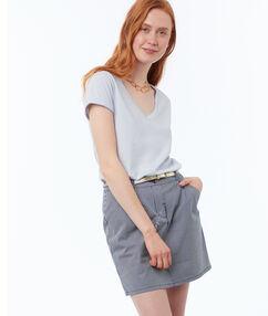 Falda recta azul marino.