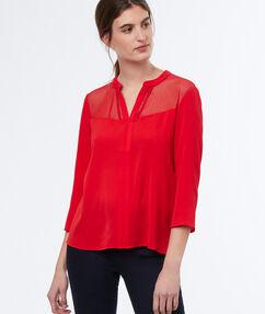 Blusa con motivos tul plumeti rojo.