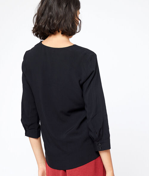 Blusa cuello en V abotonada