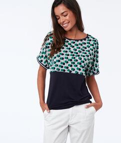 T-shirt à pois bleu marine.