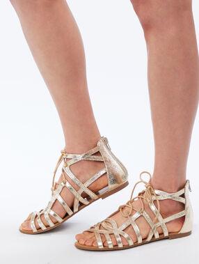 Sandalias metalizadas dorado.