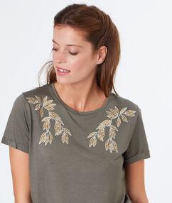 T-shirt feuilles brodées kaki.