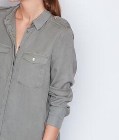 Camisa estilo militar manga larga caqui.