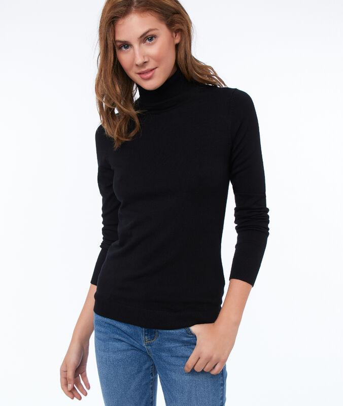 Jersey liso cuello alto negro.