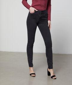 Pantalón vaquero estrecho gris antracita.
