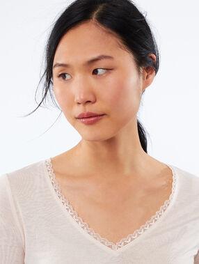 Camiseta escote en v detalles de encaje c.nude.