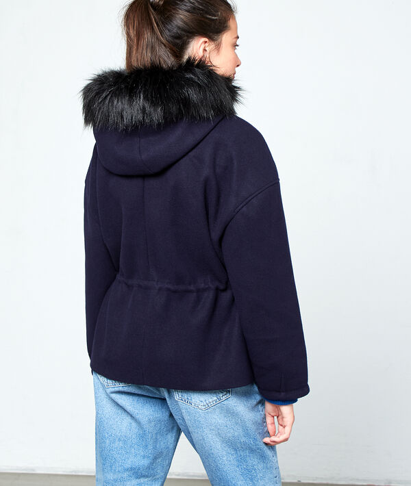 Abrigo con capucha de piel sintética