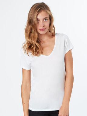 Camiseta escote en v blanco.