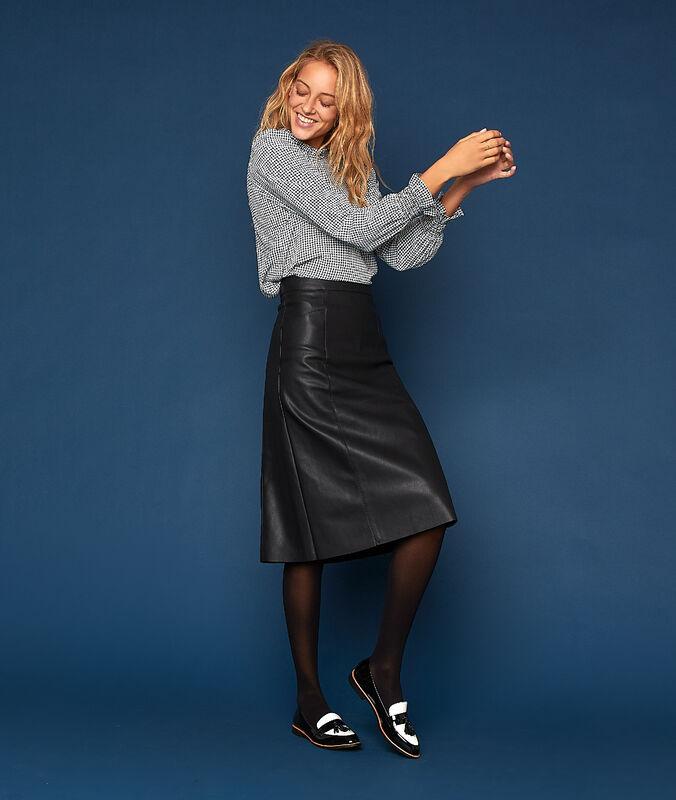 Falda midi efecto piel negro.