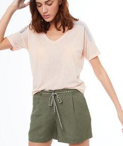 Pantalón corto lino con lazada caqui.