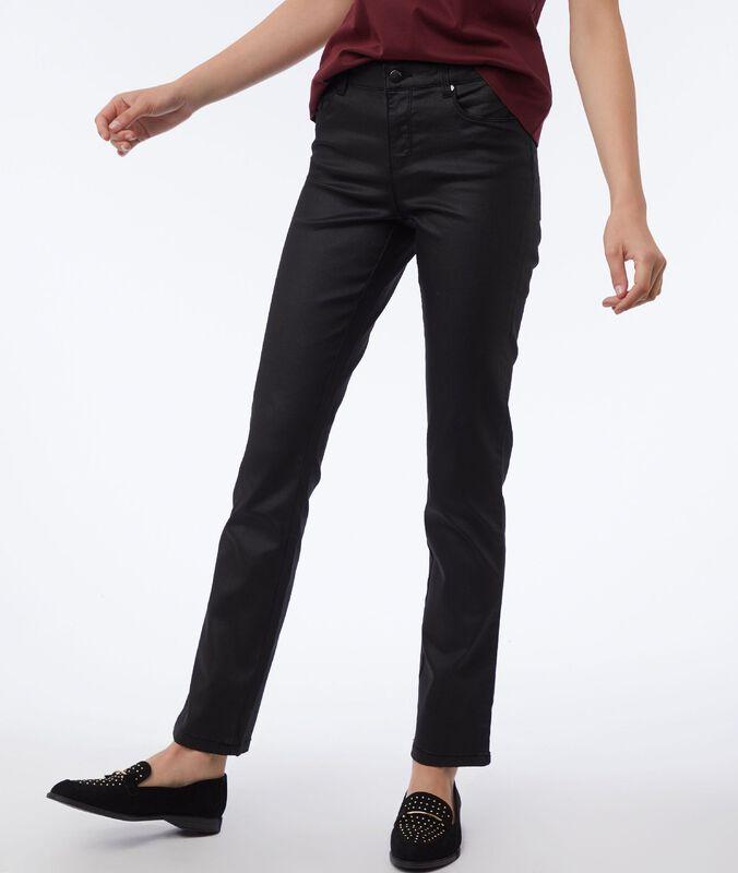 Pantalón estrecho efecto piel negro.