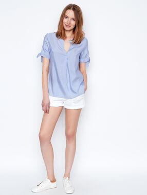 Camisa manga corta estampado a rayas azul marino.