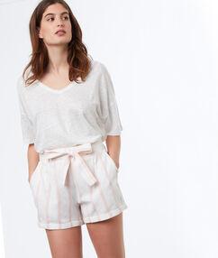 Pantalón corto algodón con lazada rosa pálido.